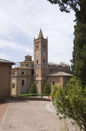 benediktinerkloster beruehmt fuer fresken im kreuzgang