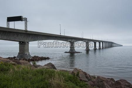 confederation bridge linking new brunswick with