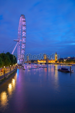 river thames houses of parliament and