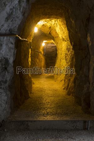 tunnel in der hoellentalklamm bei garmisch