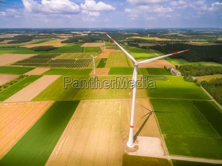 windrad aus der luft fotografiert