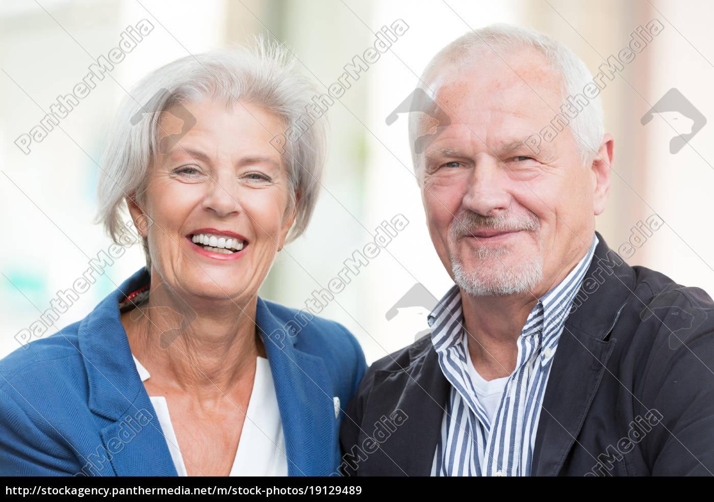 glückliches, seniorenpaar - 19129489