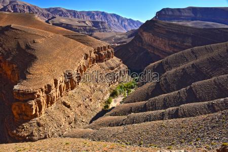 landschaft blick auf hohe atlasgebirge marokko