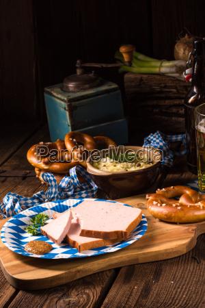 bayerischer hackbraten mit suessem senf
