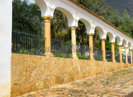 columns in villa de leyva