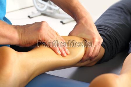 massage wadenmuskel massage bedrueckt