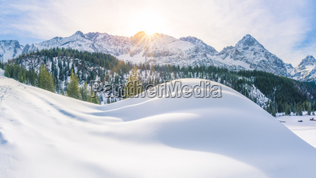 sonniger wintertag in den alpen