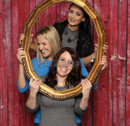 3 girls with picture frames in
