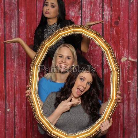 3 girls with a picture frame