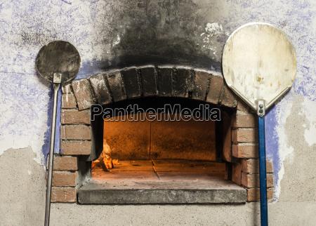 pizzaofen und schalen