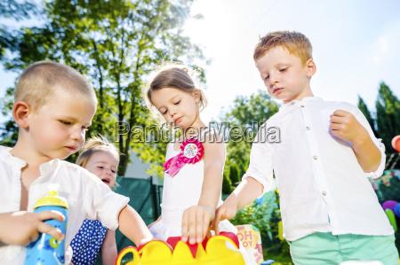 kinder die geburtstagsparty im garten