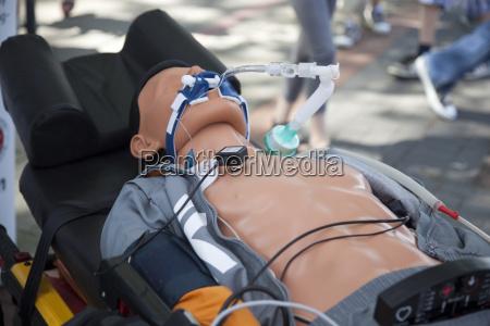 rettungsuebung beatmungsgeraete auf dummy