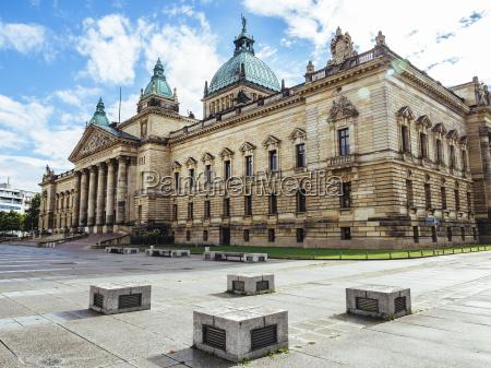 deutschland leipzig blick vor das bundesverwaltungsgericht
