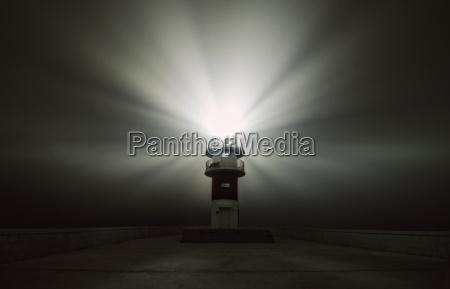 spanien carino strahlend leuchtturm in einer