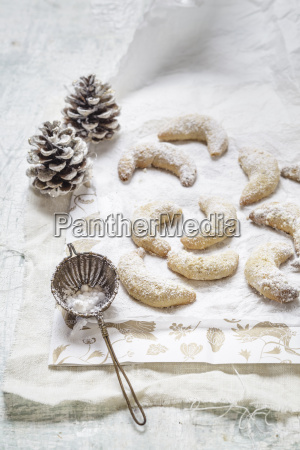 hausgemachte weihnachts kekse vanille crescent plaetzchen