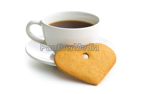 lebkuchenherzen und eine tasse kaffee
