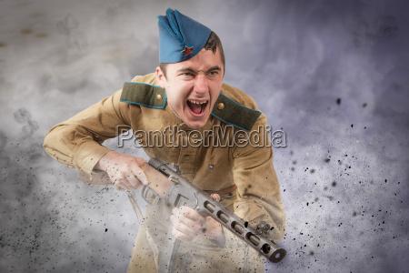 sowjetischer soldat ww2 angriff