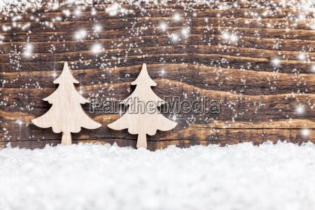 weihnachtsdekoration auf hoelzernem hintergrund mit kopienraum