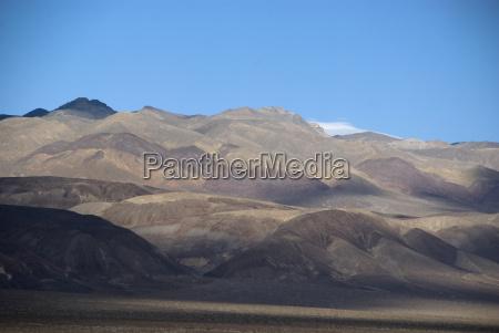 wuestenlandschaft im death valley nationalpark in