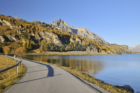 lakeside road in autumn silsersee maloja