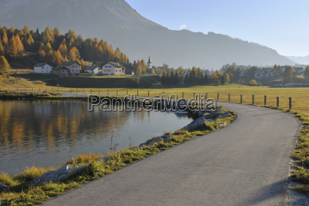 lakeside road in autumn silsersee maloja