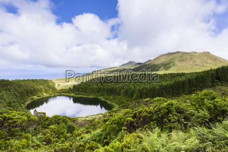 lagoa seca in front of volcano