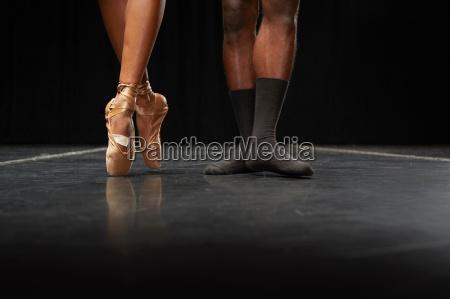 ballett taenzer fuesse en pointe und