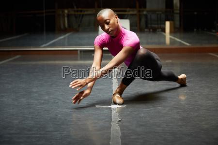balletttaenzer in der tanzbewegung