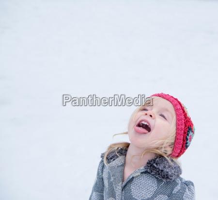 weiblich winter neugier neugierde outdoor freiluft