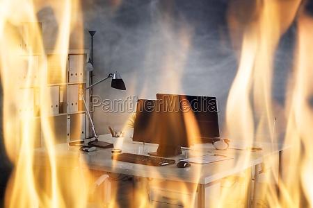feuer im buero brennen