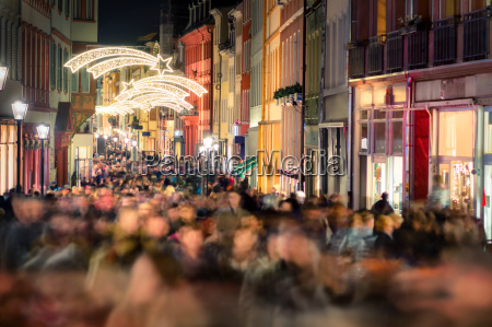 shopping crowd in a shopping street