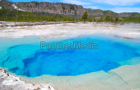 der sapphire pool im yellowstone nationalpark