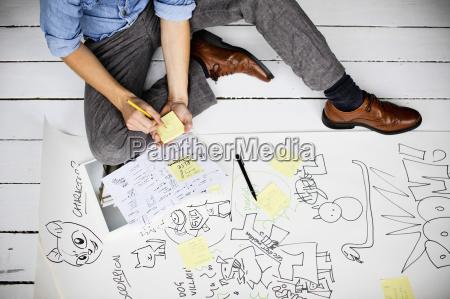 grafikdesignerder kreative ideen am boden produziert