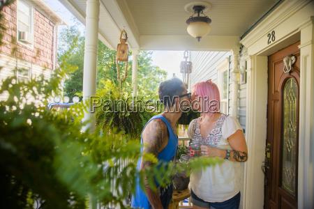 frau freundschaft daheim zuhause weiblich garten
