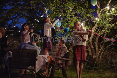 group, of, adults, preparing, for, garden - 19439072