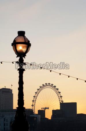 das, london, eye, ein, großes, riesenrad, durch, eine - 19441356