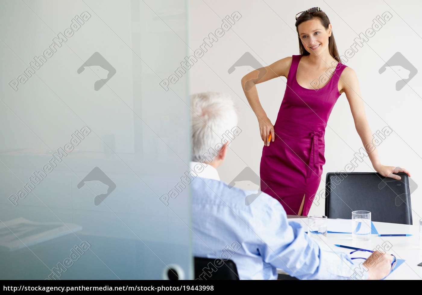 business, woman, talking, with, a, man - 19443998