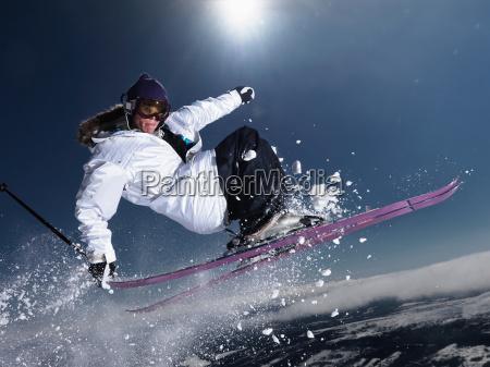 man schnappt ski schwanz in der