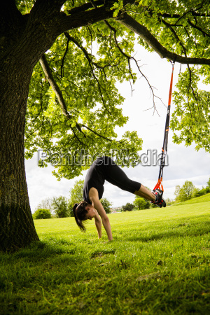personal trainer doing outdoor training in