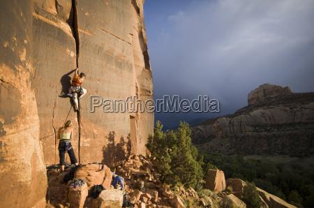two women climbing gorilla 510
