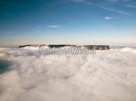 the magnificent mount roraima towers above