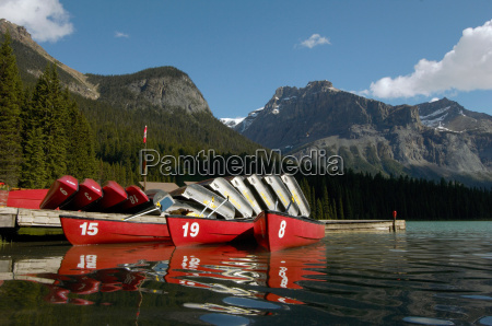 boats for hire on emerald lake