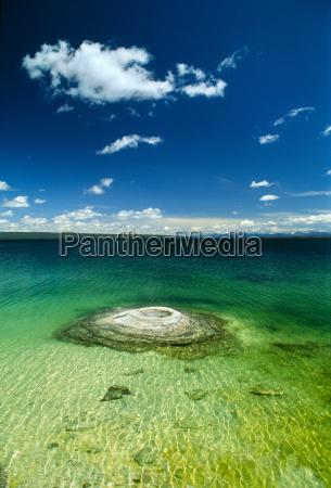 lake yellowstone yellowstone national park wyoming