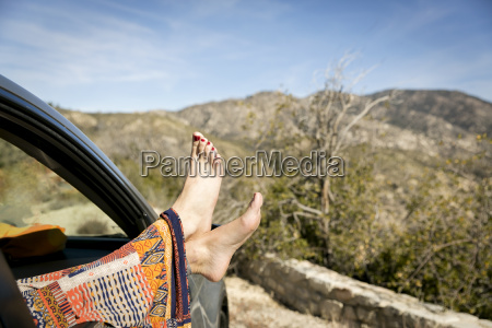 frau entspannung weiblich baum auto automobil