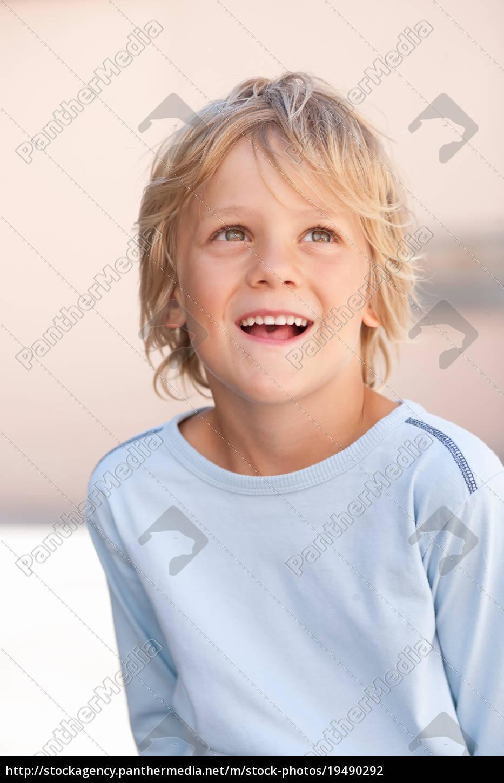 nahaufnahme, von, jungen, lächelngesicht - 19490292