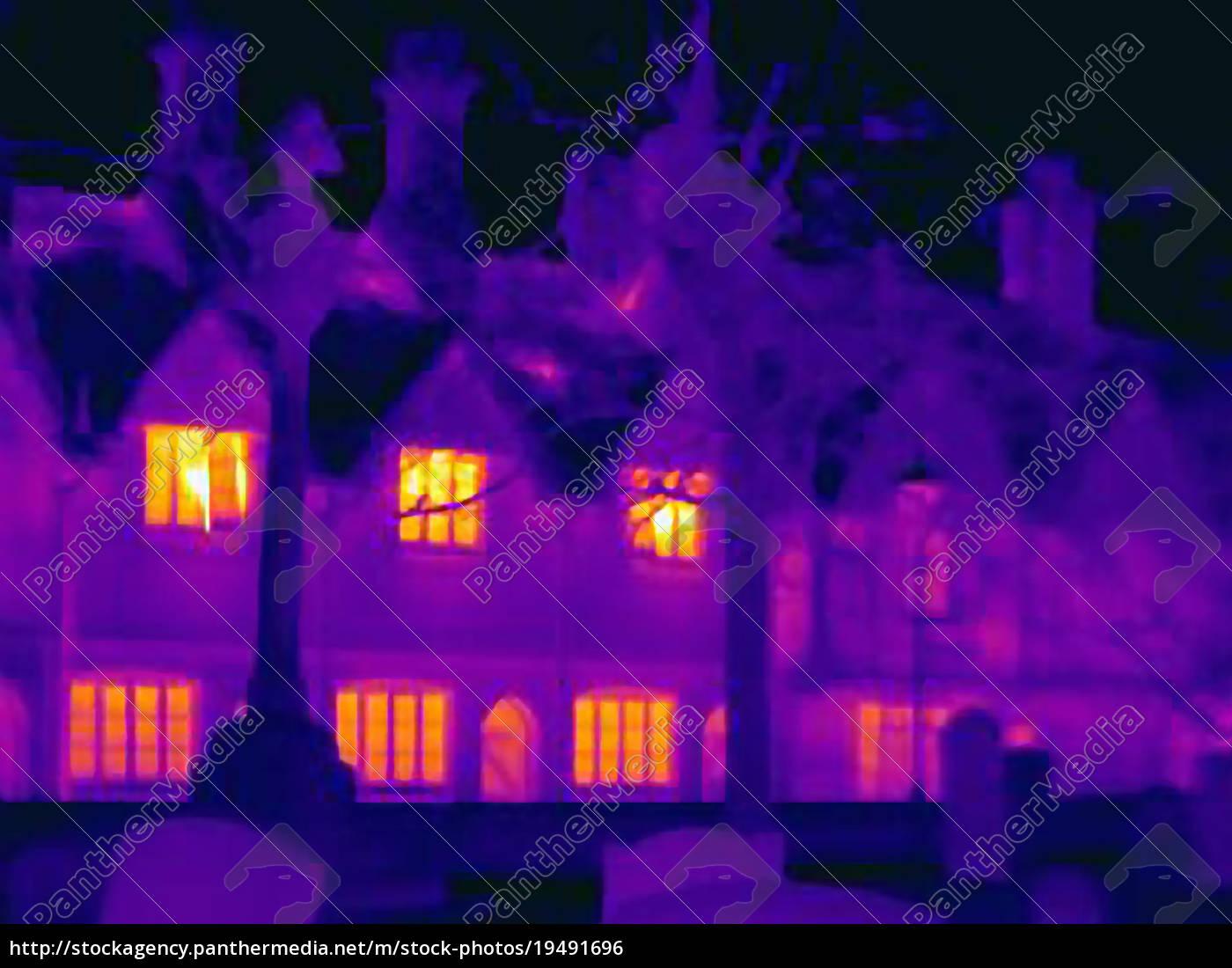 wärmebild, von, häusern, auf, der, stadtstraße - 19491696