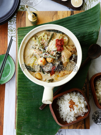 pot of vegetable curry with rice