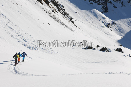 skiers, walking, through, snowy, landscape, , kuhtai, - 19505076