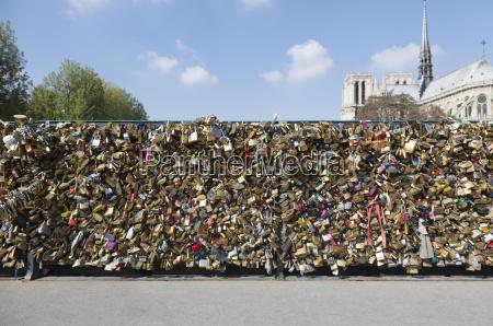 abundance of love locks on