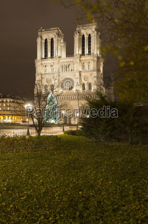 view of floodlit notre dame cathedral